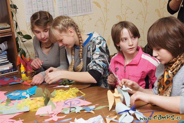 Детей из Печорской школы-интерната волонтеры научили, как приручить красоту
